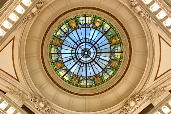 天井のスタンドグラス