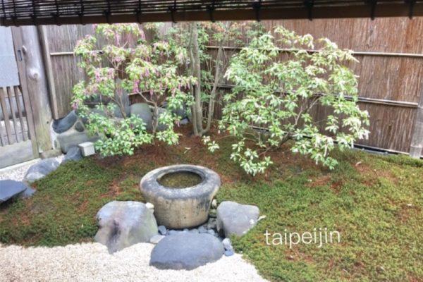 スターバックスコーヒー 京都二寧坂ヤサカ茶屋店のお会計するところの庭