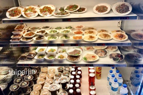 阿美米干の店内の小皿料理コーナー