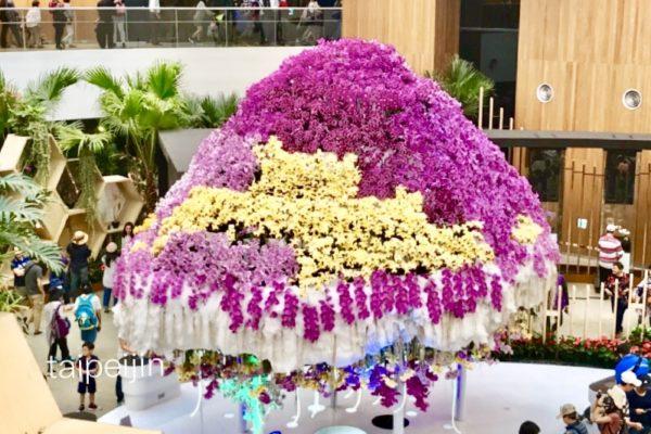 蘭の花のクラゲの形のオブジェ