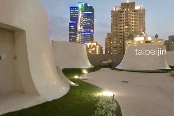 台中国家歌劇院の屋上