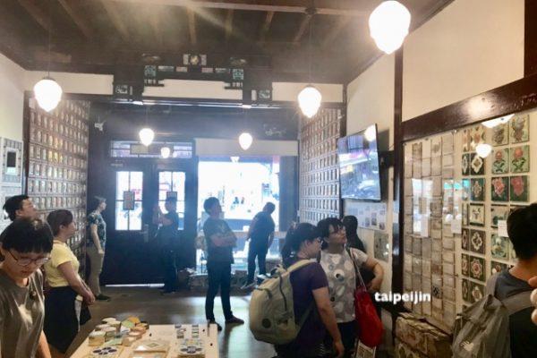台湾花甎博物館の一階