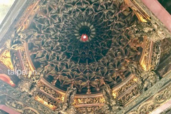 三峡祖師廟の天井の彫刻