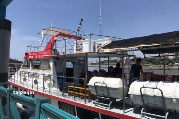 ホエールウォッチングの船