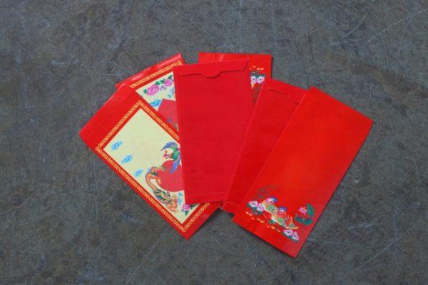 お年玉の赤い袋