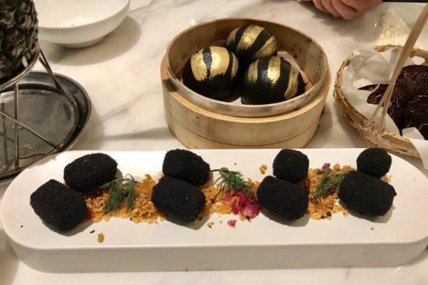 真っ黒な豆腐料理