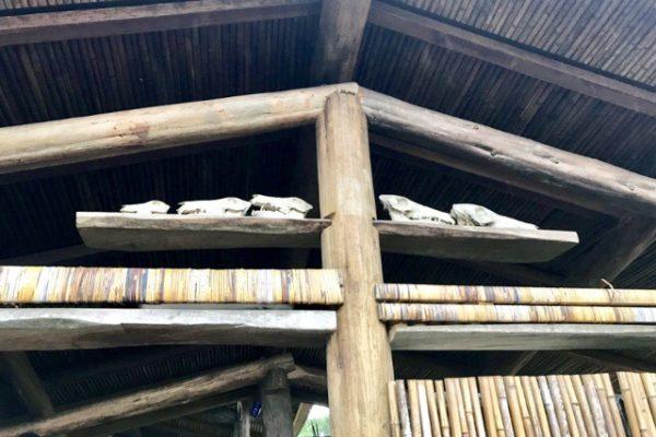 屋根の豚の骨の飾り
