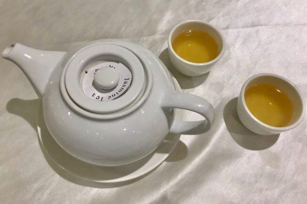 お茶はジャスミン茶