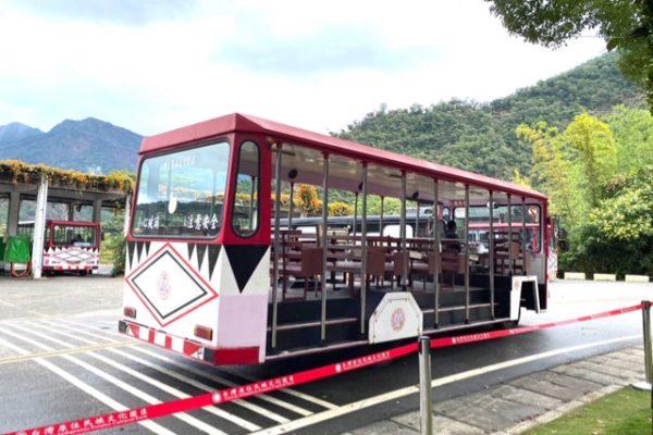 台湾原住民族文化園区のバス