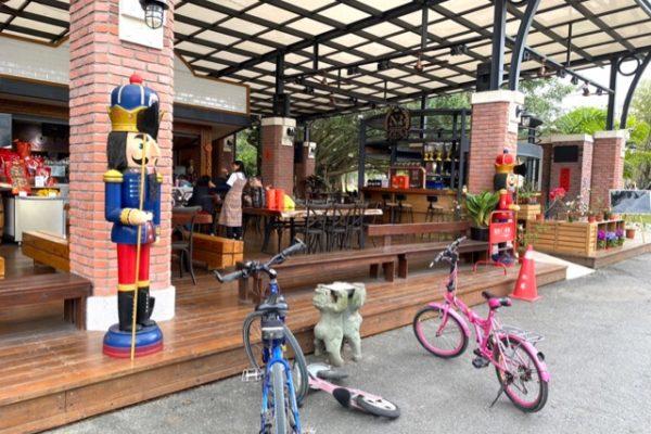 牛耳芸術渡假村のカフェの人形