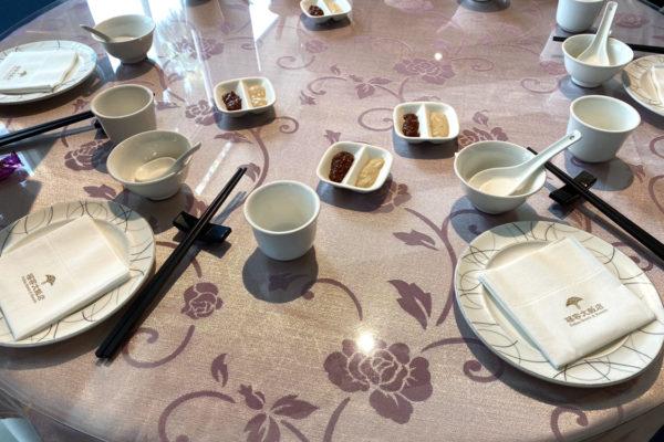 阿基師觀海茶樓のテーブルセッティング