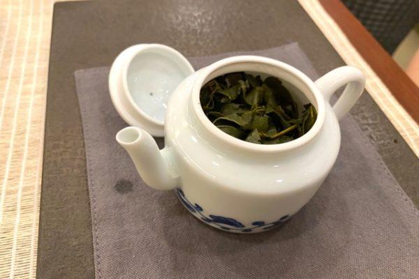 お急須の中の茶葉