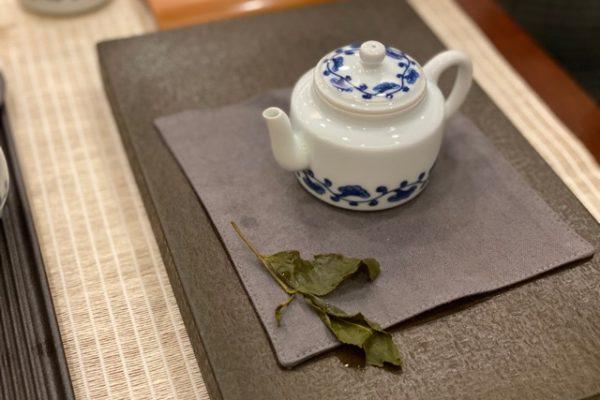 お茶の葉っぱ