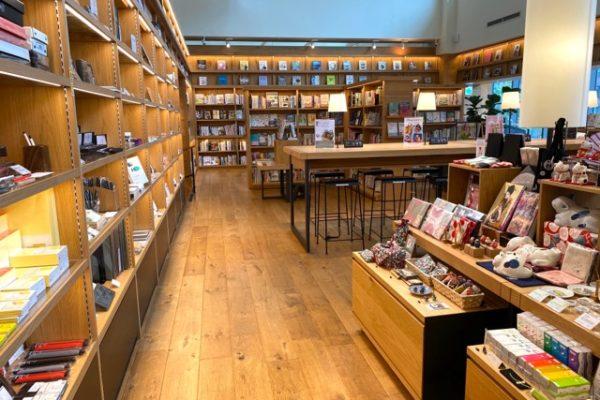 蔦屋/TSUTAYA書店の本棚
