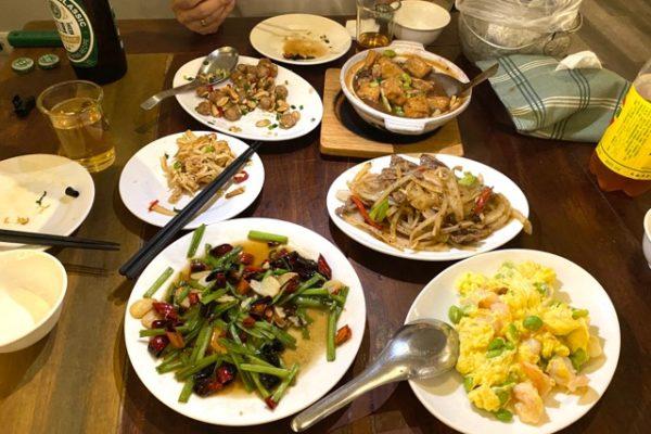 テーブルの上のお料理