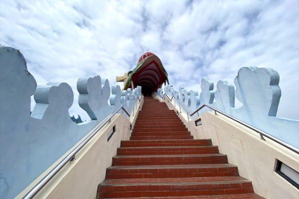麻豆代天府の赤い階段