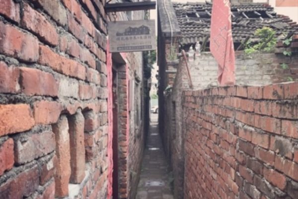 摸乳巷の小道