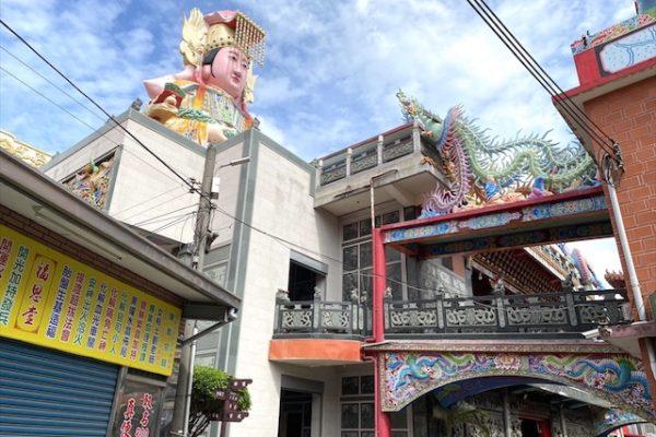 竹南后厝龍鳳宫の横側