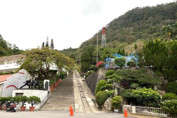 台湾中油の外の階段