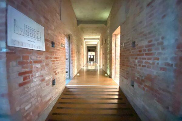 二結穀倉稲農文化館の廊下