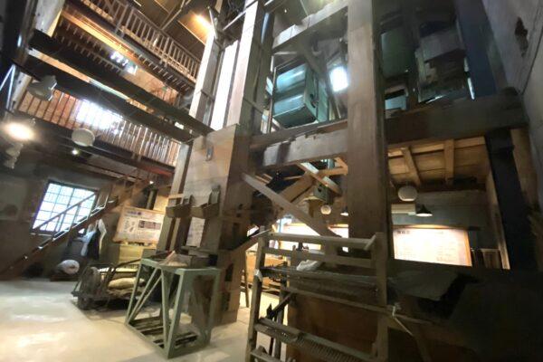 二結穀倉稲農文化館の機械