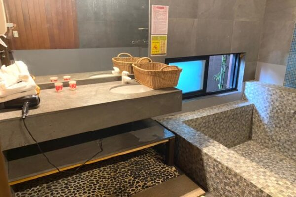 沐舍溫泉渡假酒店の洗面台