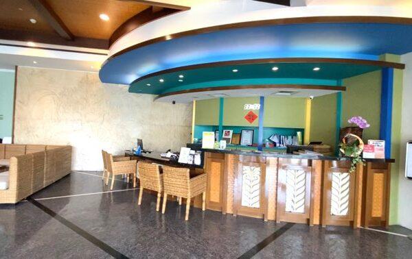 沐舍溫泉渡假酒店のフロント