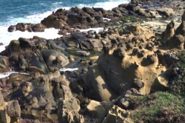 和平島の荒い岩
