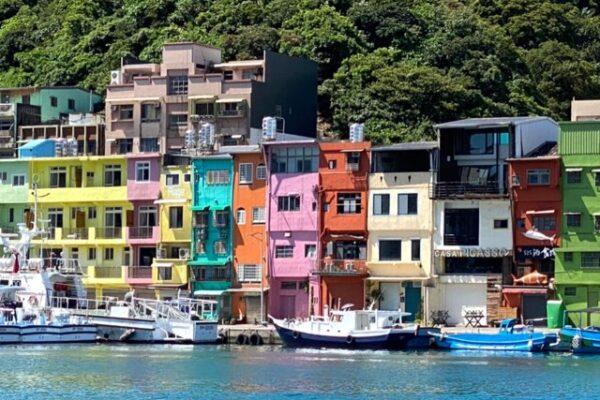 正浜港口彩色屋の近景