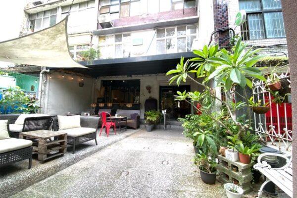 Cafe Mode 木馬の門の中