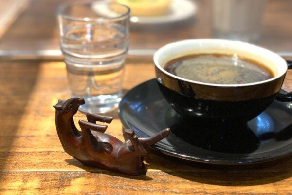 コーヒーと馬のオブジェ
